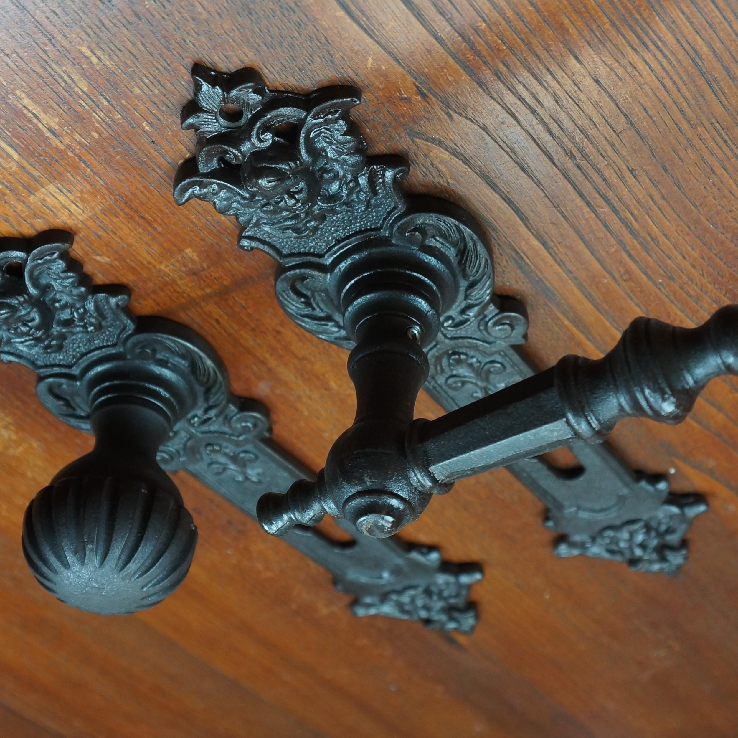 Jugendstil Drückergarnituren für Haustüren   Gusseisen oder Messing geschwärzt   Ventano   Türdrücker aus Antik-Eisen